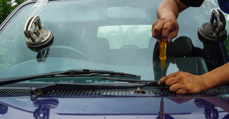 Aspects to Ponder When Hiring the Auto Glass Restoration Company