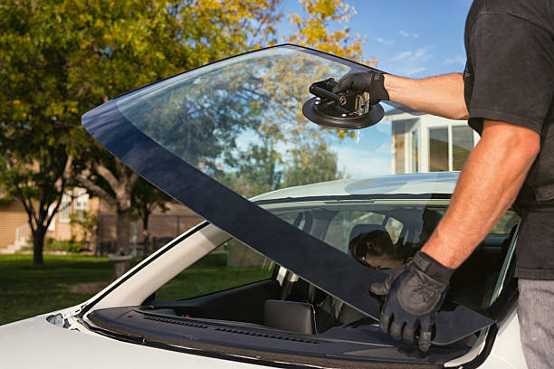 Some Benefits Of Dealing With The Greatest Auto Glass Specialists