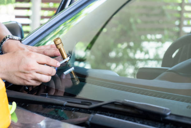 An Ideal Guide to Choosing the Best Auto Glass Repair Services